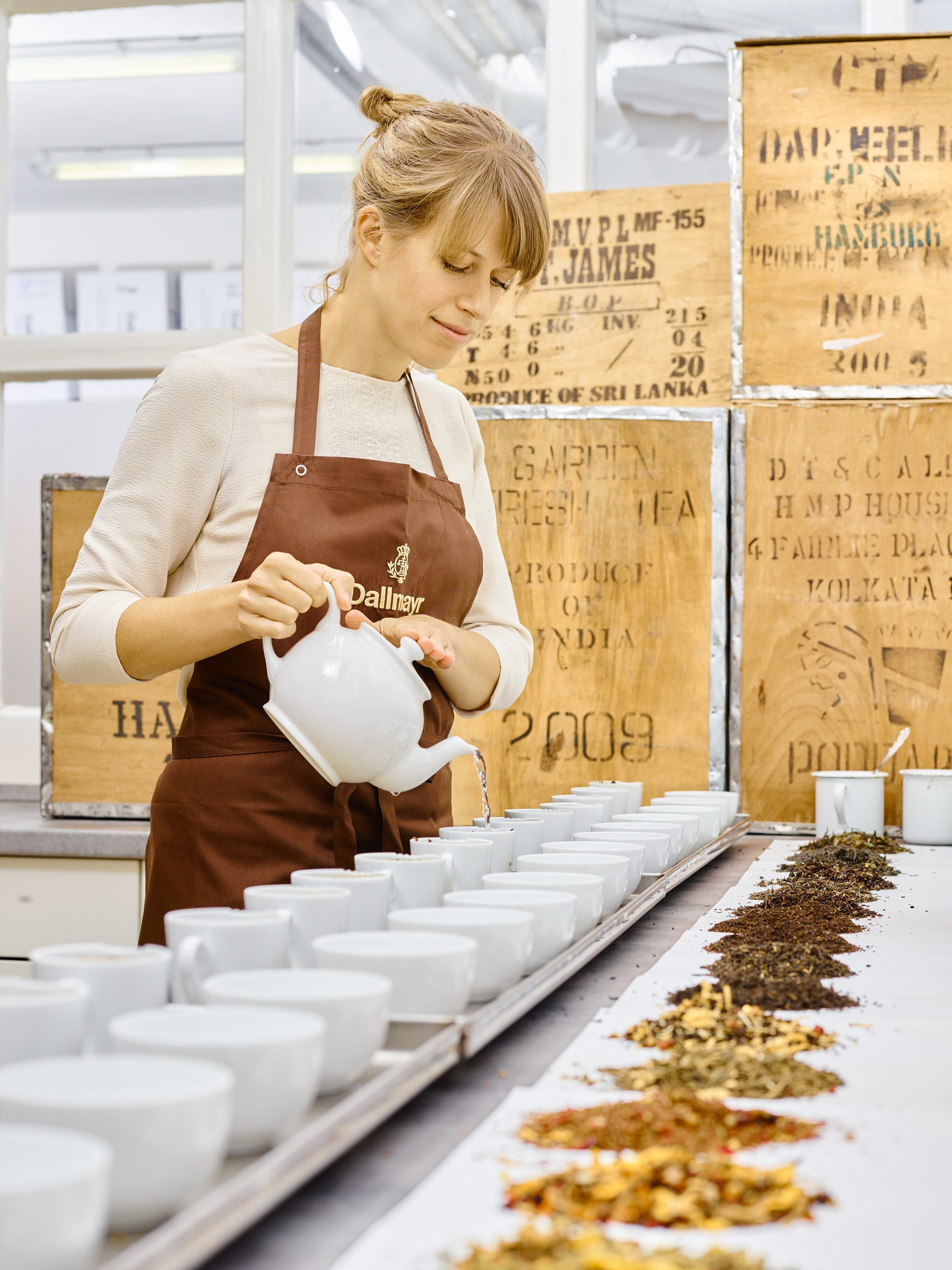 : tea expert from Dallmayr Delicatessen, Munich